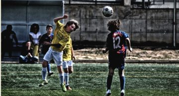 EE.UU. 'prohibe' a los futbolistas menores de 13 años cabecear la pelota