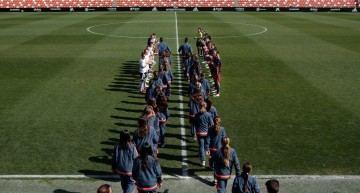 VCF Femenino y Barça homenajearon a las Alevines campeonas de Liga