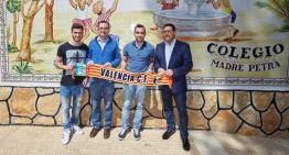 Alcácer y Gayà visitan la Escola Cor Blanquinegre de El Vedat