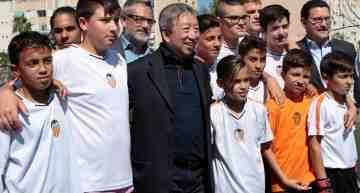 """La """"Escola Cor Blanquinegre"""" de Beteró-Cabanyal recibe al presidente de la Fundació VCF"""
