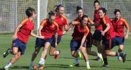 Tres representantes del fútbol valenciano, con la Selección Femenina absoluta