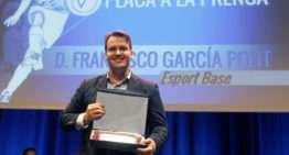 """ESPORTBASE destaca """"el vínculo entre padres e hijos"""" al recoger la Placa a la Prensa de la FFCV"""