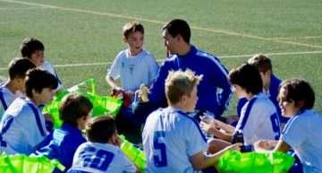 ¿Juegan los niños valencianos federados demasiados partidos al año?