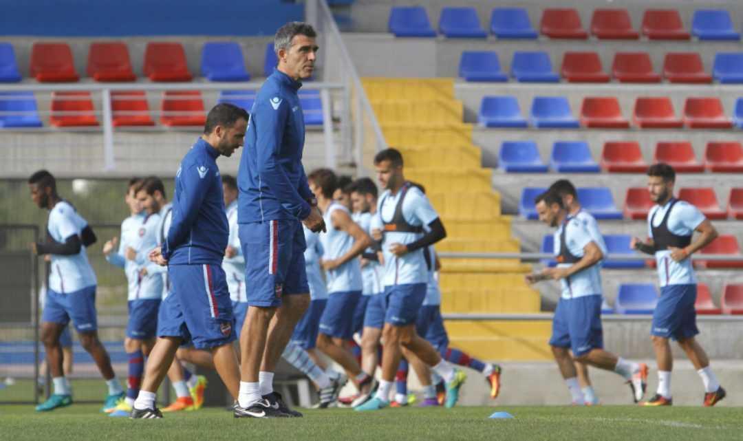 El Levante UD abre el entrenamiento del jueves 5 a los más pequeños