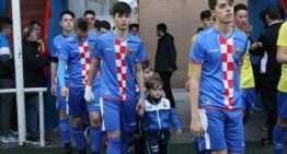 VIDEO: Los equipos de fútbol-8 del Avant Aldaia acompañan a los 'mayores' al saltar al césped
