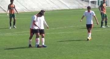 El Valencia sigue presionando al líder tras imponerse al CD Castellón en División de Honor (5-3)