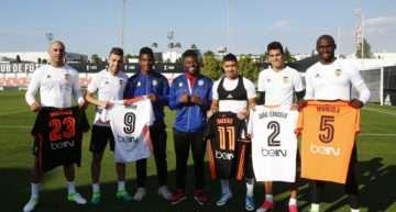 Detallazo del Valencia CF para cerrar con sonrisas la semana más complicada para John y Juan del Historics