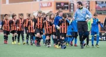 Una inversión necesaria: desfibriladores en campos de fútbol base que salvan vidas