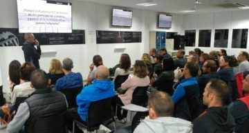 La Escuela de Padres y Madres de la Academia Valencia CF echa a rodar