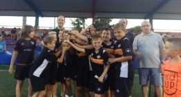 El Benjamín A del Torrent CF celebra en el Torneo Barrio del Cristo su 'pleno': cinco torneos, cinco victorias