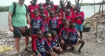 GALERÍA: La UD Quart ayuda con material deportivo a los niños de Senegal
