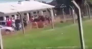 VIDEO: Apedrean y linchan a dos árbitros en Uruguay y el colectivo paralizó el fútbol