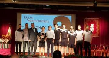 Patacona CF recibió el premio en el 9 d'Octubre por el X Aniversario del club