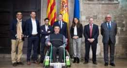 Ortoprono presentó a la Generalitat la única silla de ruedas que permite practicar fútbol