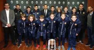 VIDEO: Mestalla homenajeó a los subcampeones del Torneo LaLiga Promises en Arona
