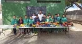 GALERÍA: El CD Caxton College aporta botas de fútbol a la ONG 'Valencianistas per la Solidaridad'