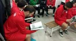 El CD Acero inculca a sus jugadores y técnicos la historia del club