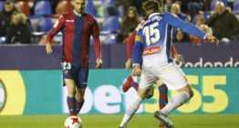 El Levante salió sin actitud y acabó eliminado ante el Espanyol (0-2)
