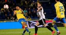 El Valencia tuvo que sudar para sacar un valioso empate ante Las Palmas en octavos de Copa (1-1)