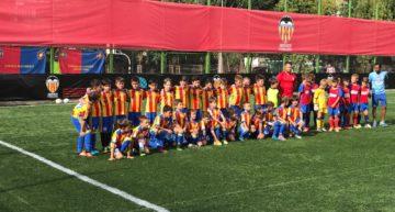 Más de cien niños rumanos sueñan con ser las futuras estrellas del Valencia CF