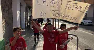 GALERÍA: Ribó conoce de primera mano la reivindicación del Torrefiel ACE tras su visita al barrio