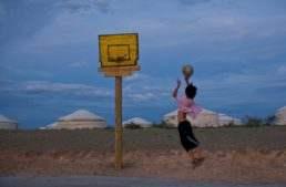 Un triple solidario para incentivar los valores del baloncesto entre los niños sin recursos del Sáhara