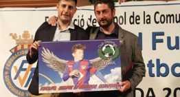 Carlos Ferrero, director de la escuela CD La Canal, fue premiado por la FFCV