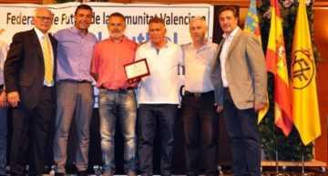 El CF Base Gandía recibió el premio FFCV a la mejor escuela comarcal de fútbol base 2017-2018