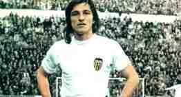 Duelo en el Cap i Casal por el fallecimiento de Fernando Tirapu, ex jugador del Valencia CF
