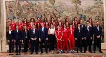 La Reina Letizia recibió a Eva, Aixa y Paula junto a sus compañeras campeonas de Europa Sub-17