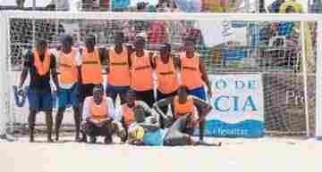 Los migrantes del Aquarius, grandes protagonistas en la primera jornada del XXV Trofeo Ciudad de Valencia de fútbol playa
