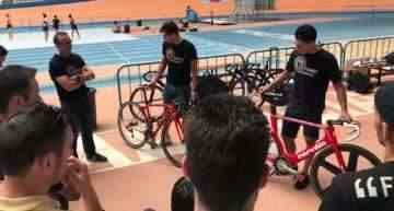 Albert Torres y Sebastián Mora explicaron a la prensa los detalles sobre la prueba Madison de ciclismo en pista