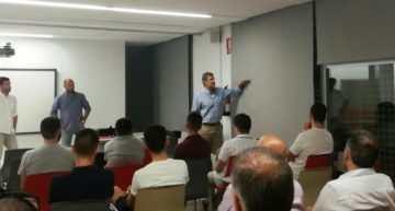'Escuchando a los clubes': Albelda explica cómo quiere reestructurar las ligas de fútbol base en la FFCV