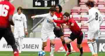 El Valencia Juvenil no tuvo opción ante el físico y pegada del Manchester United (4-0)