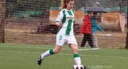 Pipa, jugadora del Córdoba, socorrió a una futbolista rival en pleno partido tras un desvanecimiento