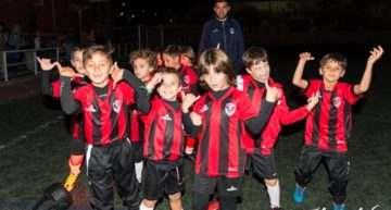 El Atlético Sedaví afronta su tercer año de vida con una presentación en familia
