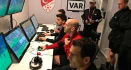 El valenciano Martínez Munuera ejerció de instructor VAR en Estambul para la UEFA