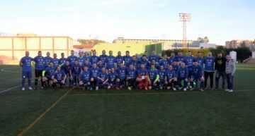 GALERÍA: Gran partido entre veteranos de Alzira y Levante con el Memorial Nacho Barberá de fondo