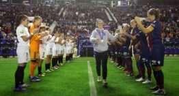 Así fue el homenaje a la campeona del mundo Eva Navarro antes del derbi femenino en el Ciutat