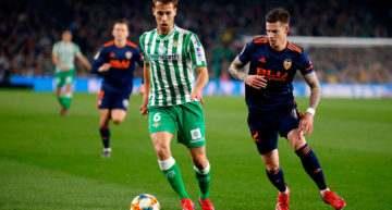 El Valencia aprendió a sufrir en el Villamarín y está a un paso de la final de Copa (2-2)