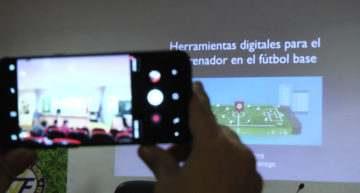 Así fue la charla sobre nuevas tecnologías aplicadas al fútbol base en Elda