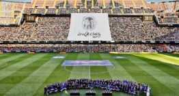 Las leyendas del Valencia CF iluminaron Mestalla en la gran cita del Centenario (1-3)