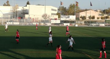 Una brillante actuación de Estela Carbonell en ataque permite al Valencia remontar ante el Juventud Manisense (1-2)