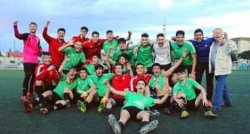 Unió Benetusser-Favara remonta para celebrar en casa la Liga con su Juvenil 'A'