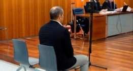 Un entrenador acusado de abusar de 25 menores seguirá provisionalmente en prisión