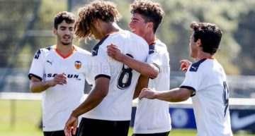VIDEO: Koba tira del carro para 'rascar' un punto en el debut del Valencia en la Youth League (3-3)