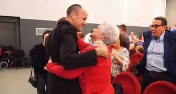 La emoción del colegiado Mateu Lahoz en el homenaje de Algímia d'Alfara