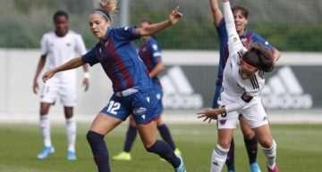 El Levante Femenino mantuvo el protocolo de partido pese a la huelga