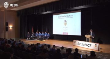 Primer 'Clínic' para entrenadores de la Academia VCF en su proyecto Escoles VCF