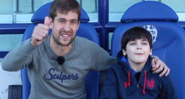 VIDEO: El pequeño granota Andreu cumplió su sueño de conocer a Aitor Fernández